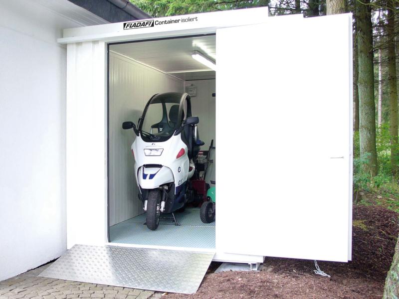 isolierte-materialcontainer-als-garage-nutzen.jpg